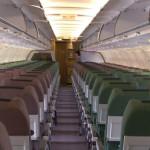 飛行機の座席が場所ごとに色が違う事があるのは何故か?