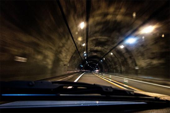 トンネル内を走行中