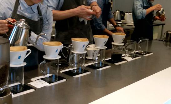 ブルーボトルコーヒーの抽出風景