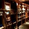 泊まれる本屋の本棚