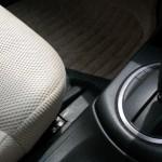 車の座席の下に指輪や小物を落として取れない時の対処法