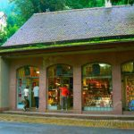 どちらもお店、ストア(Store)とショップ(Shop)の違い