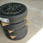 車のタイヤを買うならどこで買う?タイヤサイズの確認方法と購入の選択肢