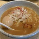 京都の上品さと魚節が香る二条通り沿いのラーメン屋「麺屋高倉二条」