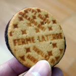 チョコと練乳が濃厚なクッキー「北海道美瑛ミルクサンド」| フェルム・ラ・テール